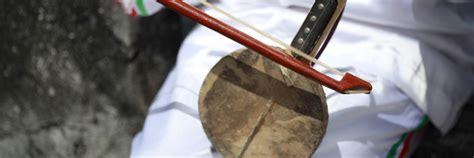 2 contoh alat musik ritmis dari berbagai daerah beserta gambar dan cara memainkannya. Sebutkan Jenis Alat Musik Berdasarkan Bentuknya - Seputar Bentuk