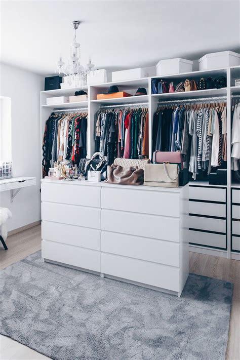 Ankleidezimmer Mit Fenster Ideen by Die Besten 25 Begehbarer Kleiderschrank Ikea Ideen Auf