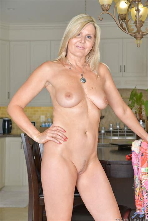 Mature Blonde Solo Model Velvet Skye Unleashing Nice Tits