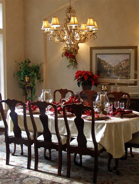 25 Stunning Christmas Dining Room Decoration Ideas