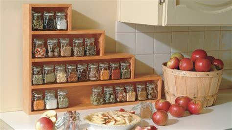 etagere deco cuisine étagère à épices en escalier pour la cuisine simple