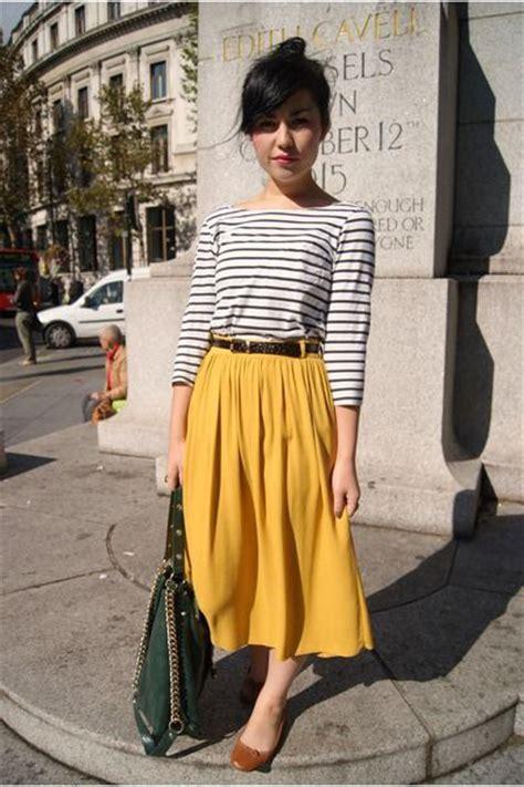 How To Wear Midi Skirts This Summer 2018 | FashionGum.com
