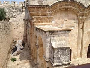 Did ancient beams discarded in Old City come from first ...