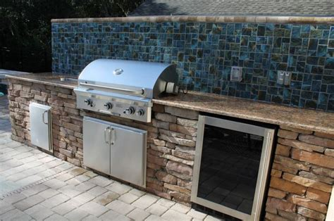 Outdoor Kitchen Backsplash by Exceptional Outdoor Kitchen Brandon Fl With Mosaic Ceramic
