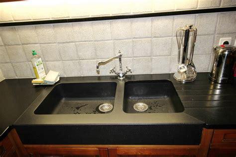 lavabo cuisine bouché cuisine granit noir avec évier massif 10 15