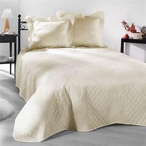 Couvre Lit Matelassé Ikea : couvre lit 230 x 250 cm matelass nocturne champagne eminza ~ Melissatoandfro.com Idées de Décoration