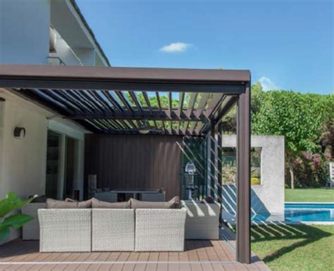houten lamellen pergola design terrasoverkapping met kantelbare aluminium lamellen