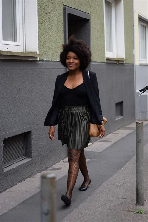 jupe bureau porter une jupe plissée courte irisée au bureau deadlines dresses