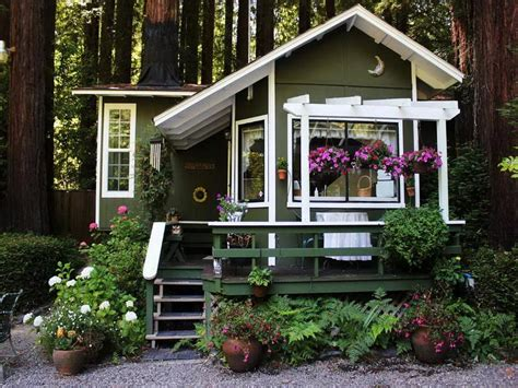 Outdoor Fancy Cottage House Decorating