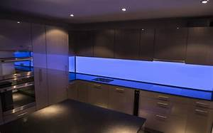 Küchenrückwand Glas Beleuchtet : k chenr ckwand rgb blau led werkstatt gmbh ~ Frokenaadalensverden.com Haus und Dekorationen