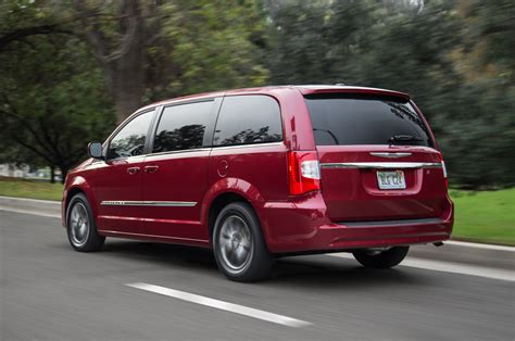 town and country test 2014 chrysler town and country rear three quarter in motion photo 15
