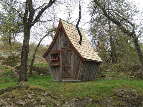 cabane chambre fille cet artiste construit de magnifiques petites cabanes en