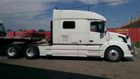 volvo   sleeper semi trucks