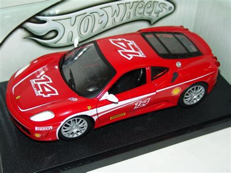 Inside, the f430 challenge has no carpets, stereo, and the standard seats have been replaced with full racing seats, as well as the steering wheel being replaced with a racing version. Modellauto Ferrari F430 Challenge #14 Mattel Hot Wheels 1:18 bei modellauto18.de