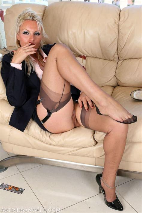 Smoking Blonde Mom Older Women In Stockings Milfs