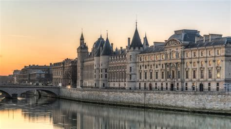 The Oldest & Most Beautiful Buildings in Paris