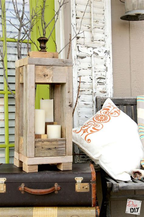 easy outdoor decor    lanterns  scrap wood