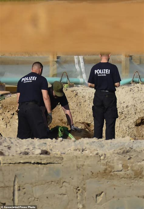 Bomb In Berlin by Wwii Bomb Defused In Berlin After Large Central Evacuation