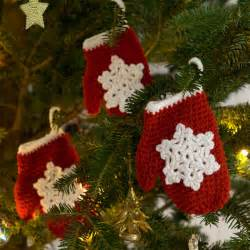 snowflake mitten holiday ornament crochet pattern from red heart yarn favecrafts com
