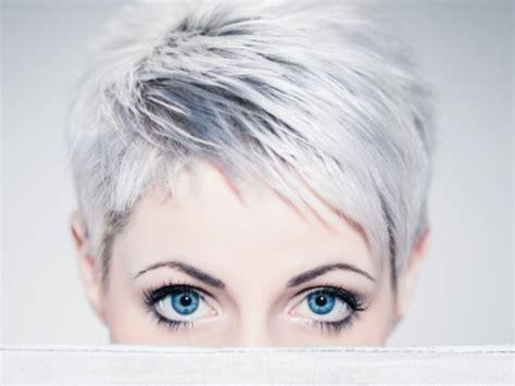 Coupe Courte Cheveux Gris Alerte Cheveux Blancs I M Thinking