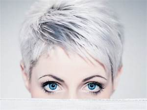 Coupe Courte Femme Cheveux Gris : alerte cheveux blancs i 39 m thinking pinterest ~ Melissatoandfro.com Idées de Décoration