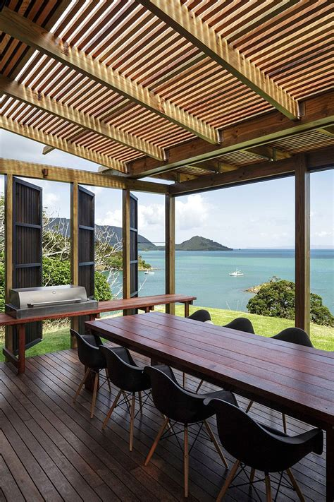 castle rock holiday house  auckland  herbst architects