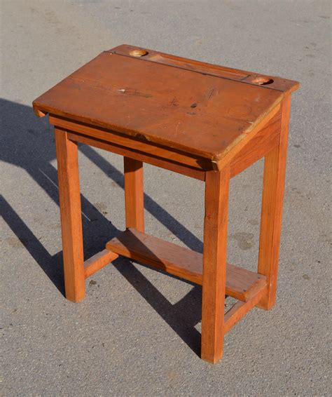 petit bureau ancien mobilier vintage pour enfants chaises tables coffres à