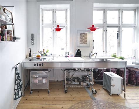 en lejlighed fyldt med hyggelige nips boligmagasinet dk