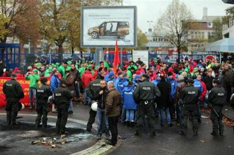 ford siege social une manifestation dégénère devant le siège de ford à cologne