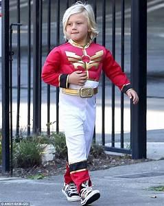 Ranger Son Dressing : gwen stefani 39 s son zuma dresses up as power ranger for halloween party daily mail online ~ Melissatoandfro.com Idées de Décoration