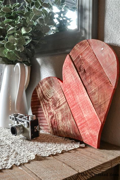remodelaholic rustic diy pallet wood hearts  templates