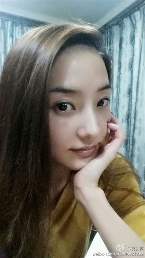 han chae young  effortlessly stunning   selca