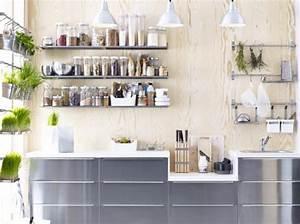 Cuisine avec etageres condiments ikea deco interieure for Deco etagere cuisine
