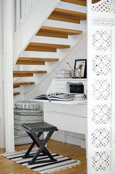 amenagement petit bureau un aménagement de petit bureau sous escalier