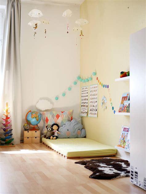 kinderzimmer gestalten montessori michels montessori kinderzimmer mit 2 5 jahren