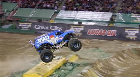how long does monster truck jam last mad scientist monster escalade pulls off most insane