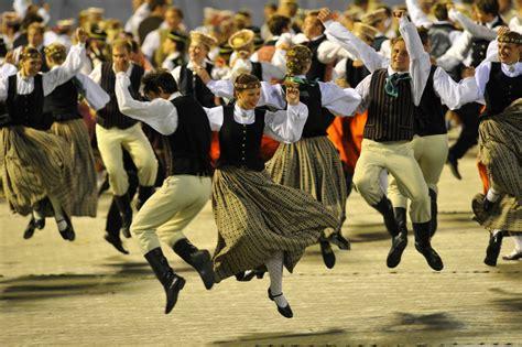 Dziesmu un deju svētku Mākslinieciskā padome akceptē Deju ...