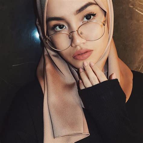 Pin Zozzza Gaya Hijab Wanita