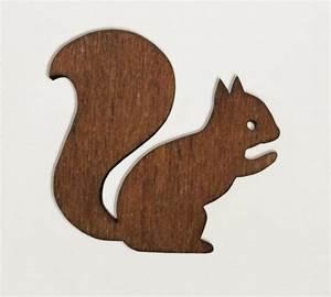 Eichhörnchen Aus Holz : anstecker enna eichh rnchen brosche aus holz ein designerst ck von enna bei dawanda ~ Orissabook.com Haus und Dekorationen