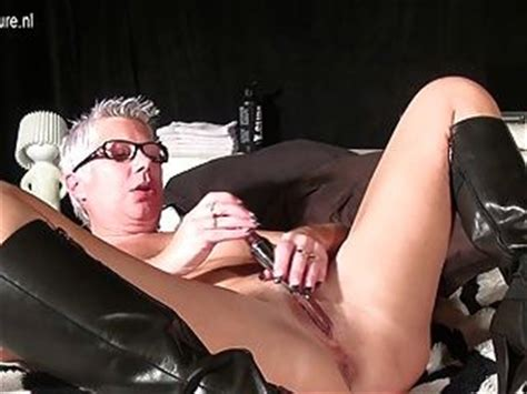 Super Hot Mom Masturbating