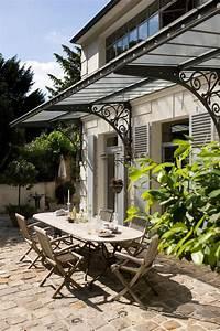 charme d39antan pour cette terrasse au auvent en fer forge With auvent terrasse fer forge