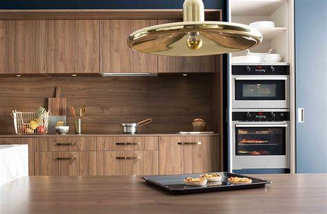 facade bois cuisine quel type de bois choisir pour votre cuisine mobalpa