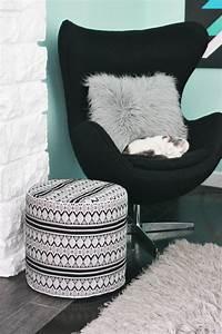 Pouf Fourrure Blanc : 1001 tutos cool pour fabriquer un pouf originale ~ Teatrodelosmanantiales.com Idées de Décoration