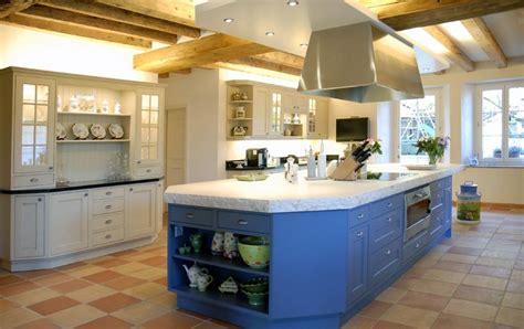 belles cuisines cuisine en bois photo 8 15 un îlot bleu central