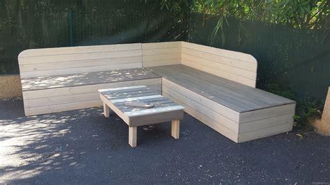 canape exterieur en palette banquette de jardin en bois de récup et sa table basse en