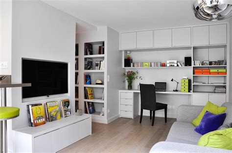 espace bureau dans salon coin télé et bureau encastré dans le salon les murs ont