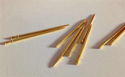 picking teeth  style  solid gold toothpick luxury