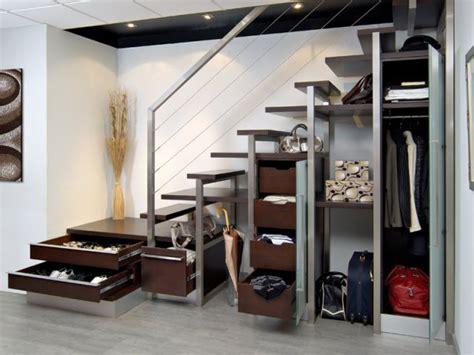 meuble a balai pour cuisine salle de bains sous les escaliers sur placard