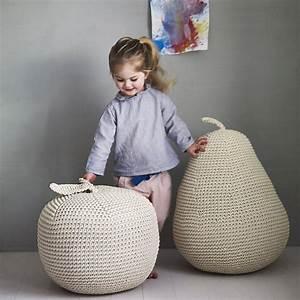 Pouf Poire Enfant : pouf g ant et pouf rond en d co id es pour peaufiner le salon ~ Teatrodelosmanantiales.com Idées de Décoration