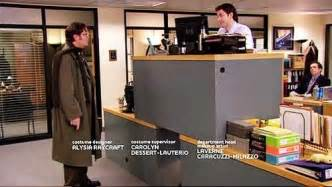how does jim operate quad desk dundermifflin
